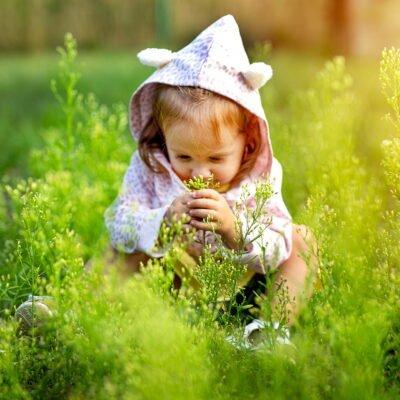 Po co dzieciom kontakt z naturą, poznaj 15 powodów